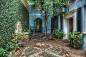 a courtyard at a house on rainbow row, one of the best things to do in charleston sc